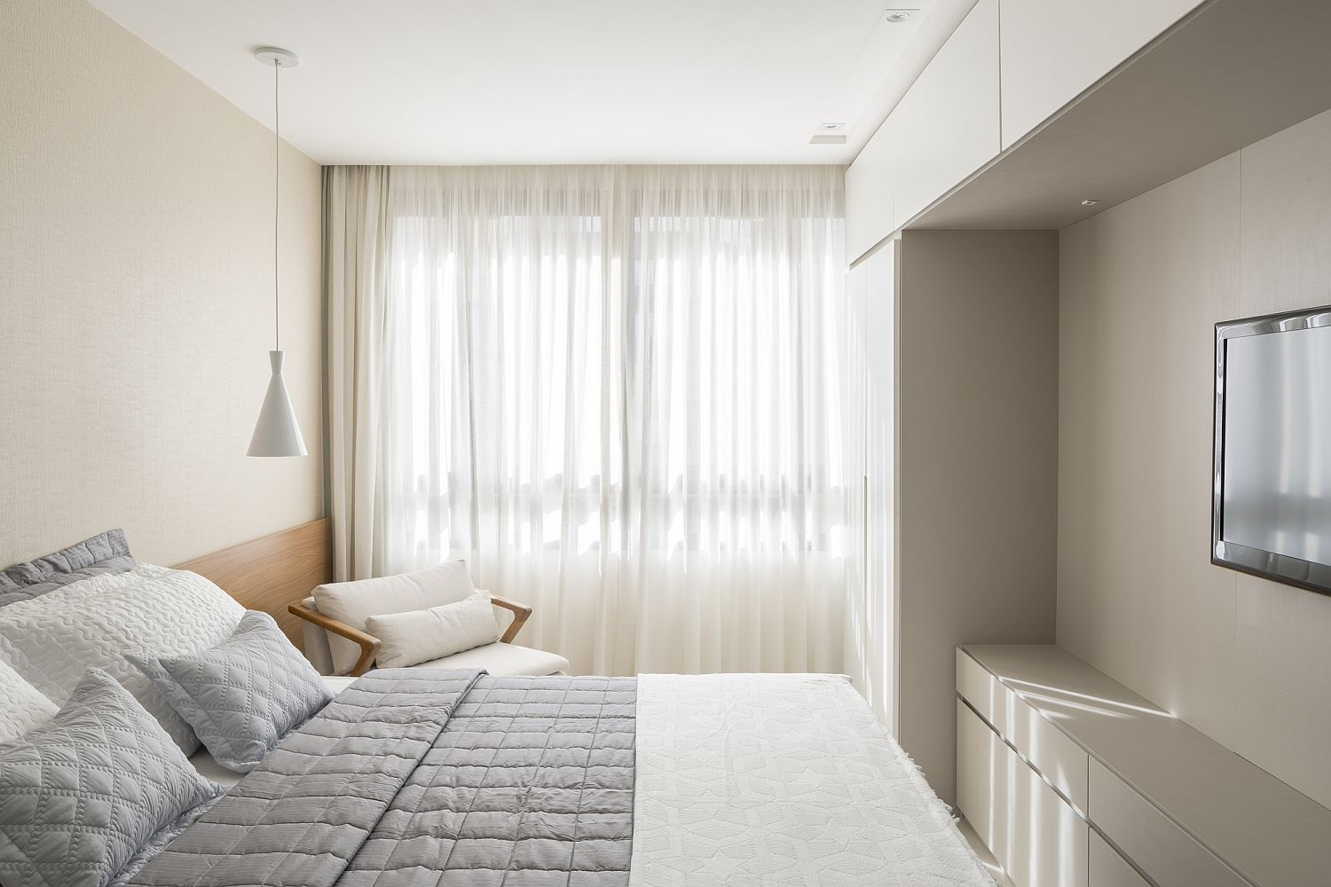 Small-all-white-bedroo-with-smart-lighting-that-saves-space