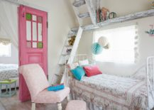 Small-and-stylish-white-bedroom-with-shabby-chic-style-feels-relaxing-217x155