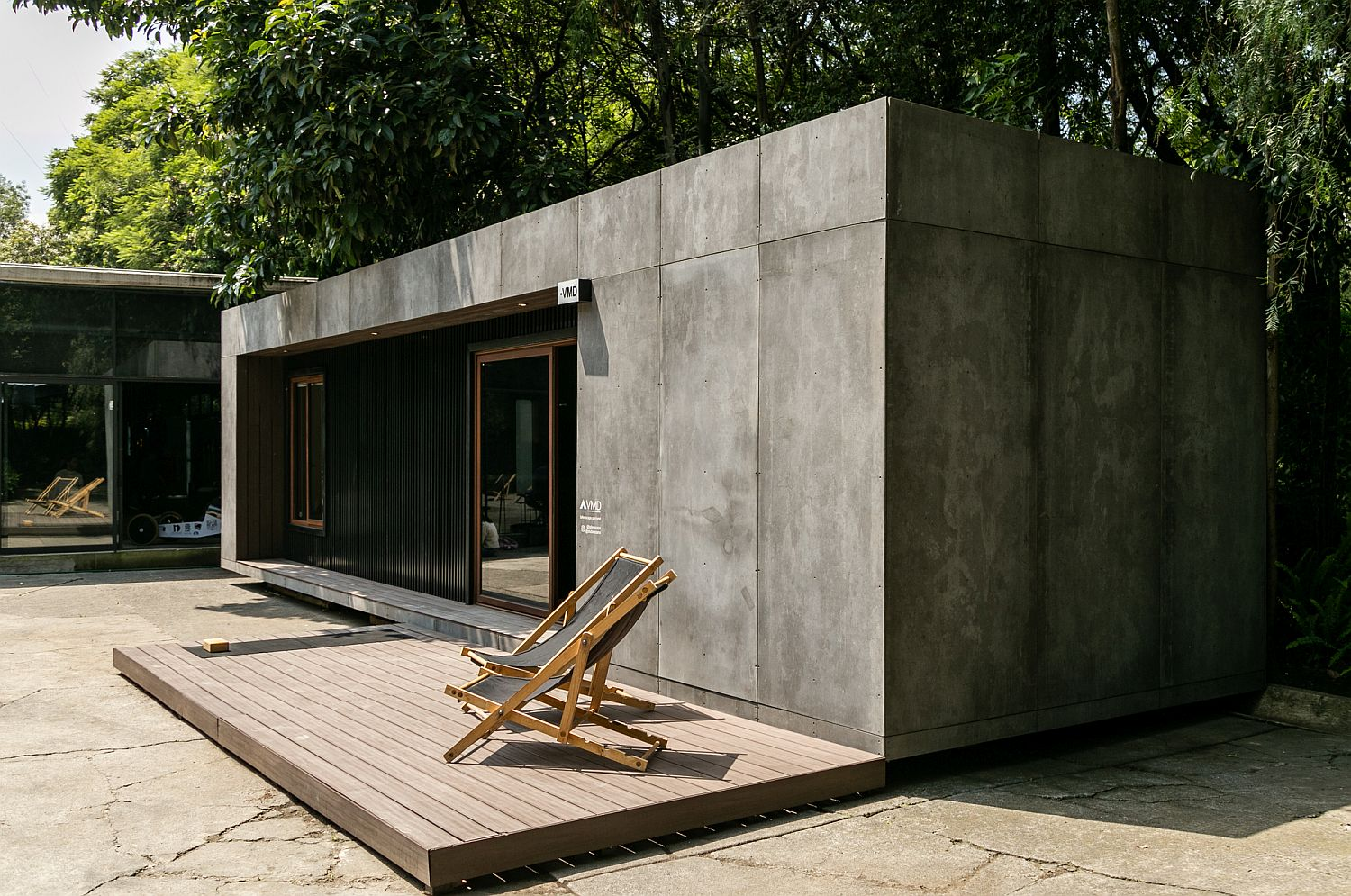 Smart solutions and eco-sensitive design help create this cool prefab