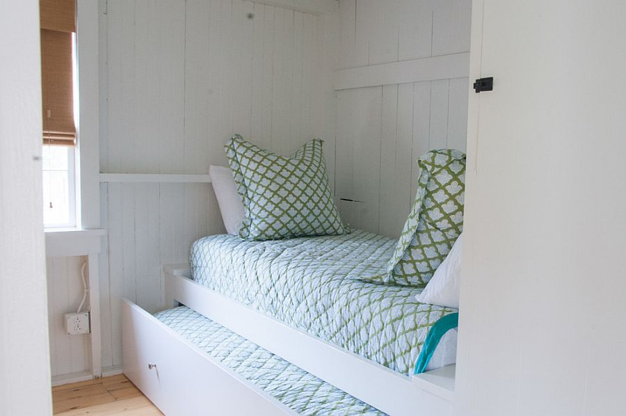 Space-savvy-and-minimal-trundle-bed-for-the-beach-style-bedroom