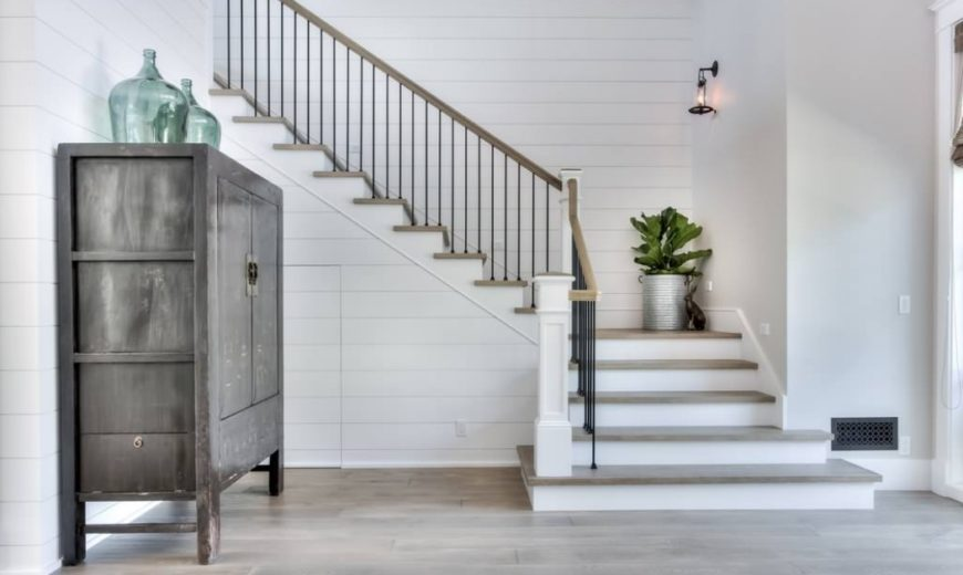 Staircase-with-modern-and-traditional-Shiplap-870x520