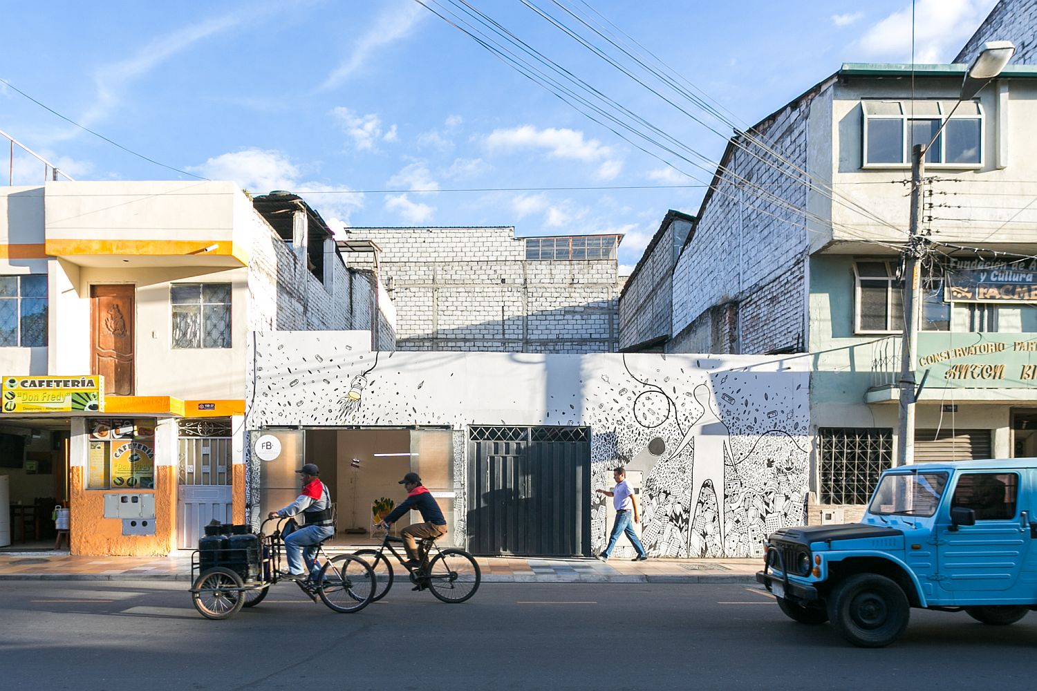 Striking street facade of FB+ estudio Office in Ecuador with a wall mural