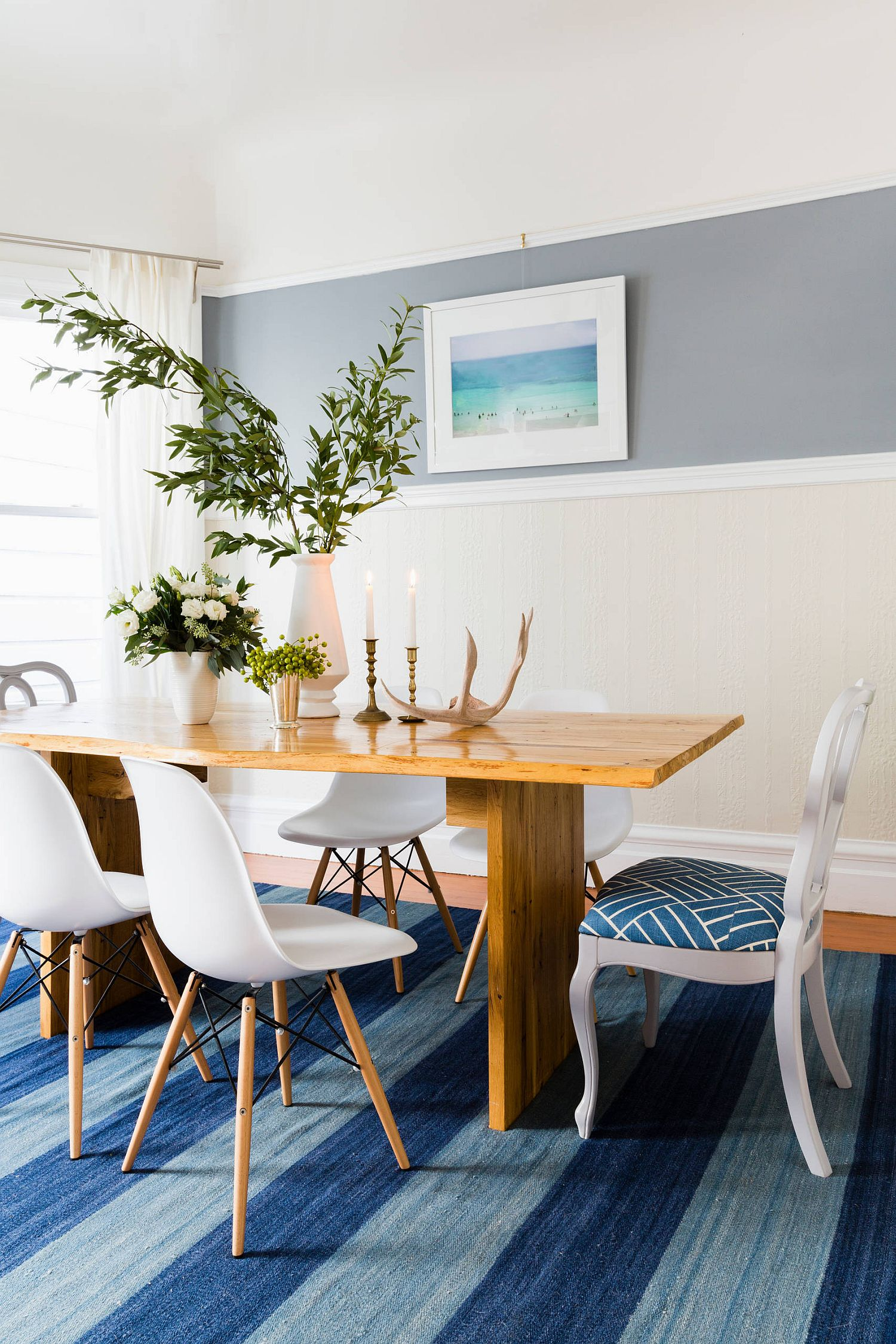 Striped rug in shades of blue for the small contemporary dining room
