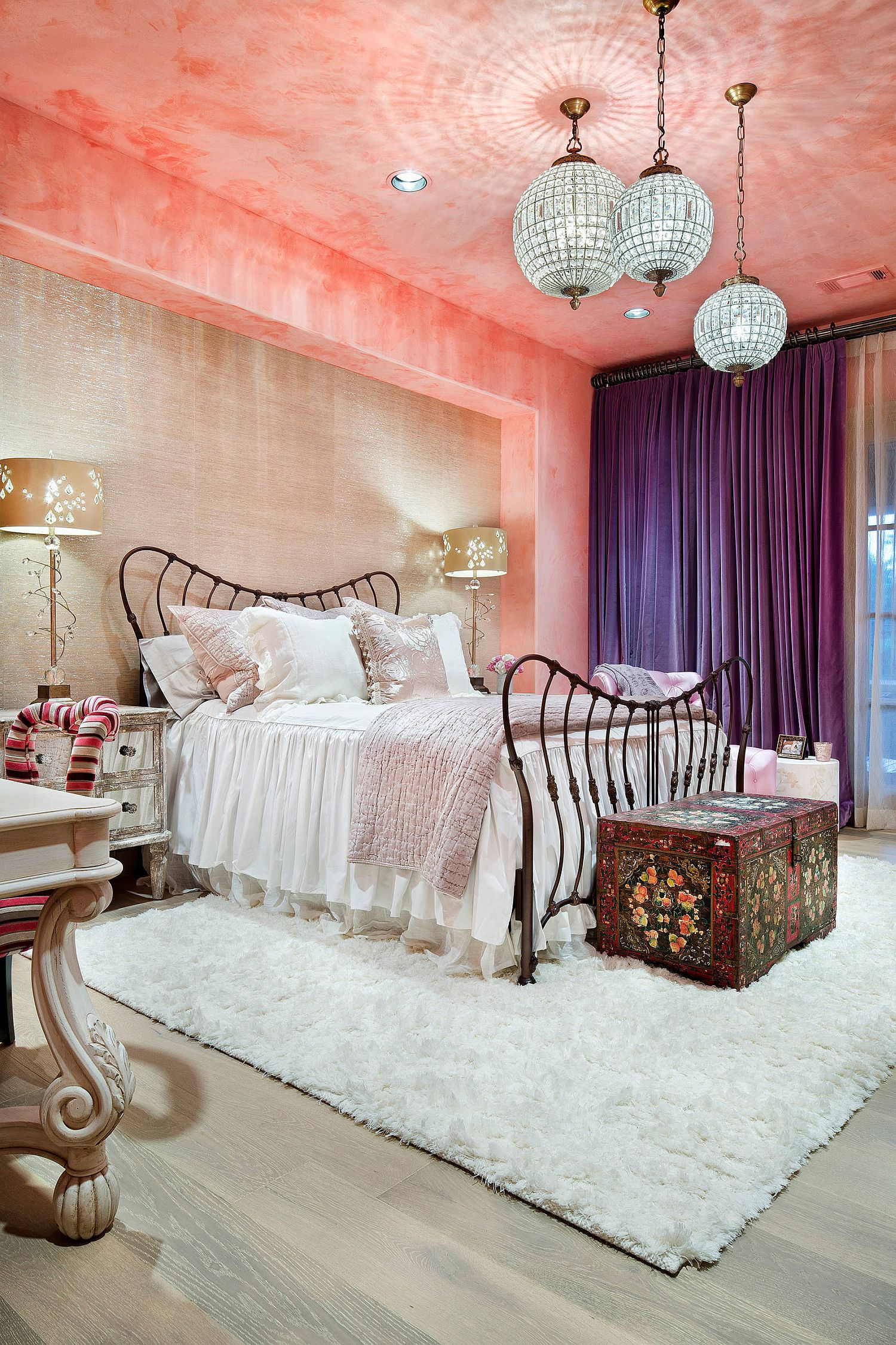 Stunning kids' bedroom in pink takes a trip down the more classic route