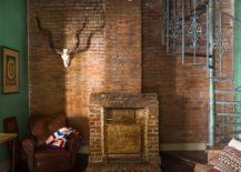 Unique-brick-wall-in-the-backdrop-with-green-on-both-sides-for-the-eclectic-living-room-217x155