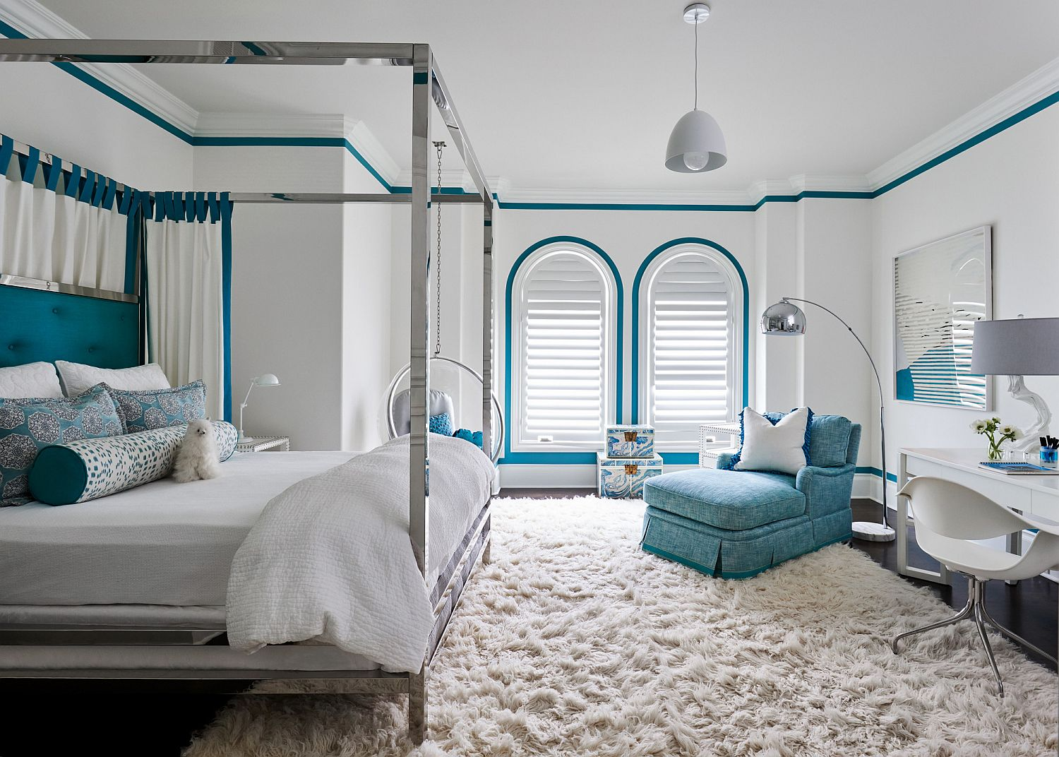 Using bright blue to accentuate features in the white Mediterranean style bedroom