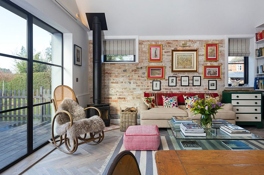 Using-the-large-window-to-bring-ample-natural-light-into-the-eclectic-living-room