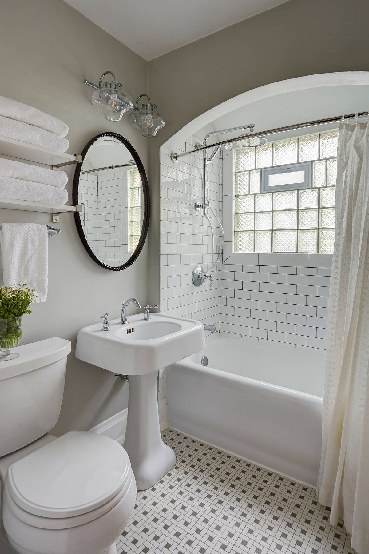 Victorian-style-bathroom-with-vintage-touches-maximizes-space-by-using-a-gray-backdrop