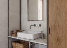 Bathroom-in-wood-and-white-with-industrial-touches-217x155