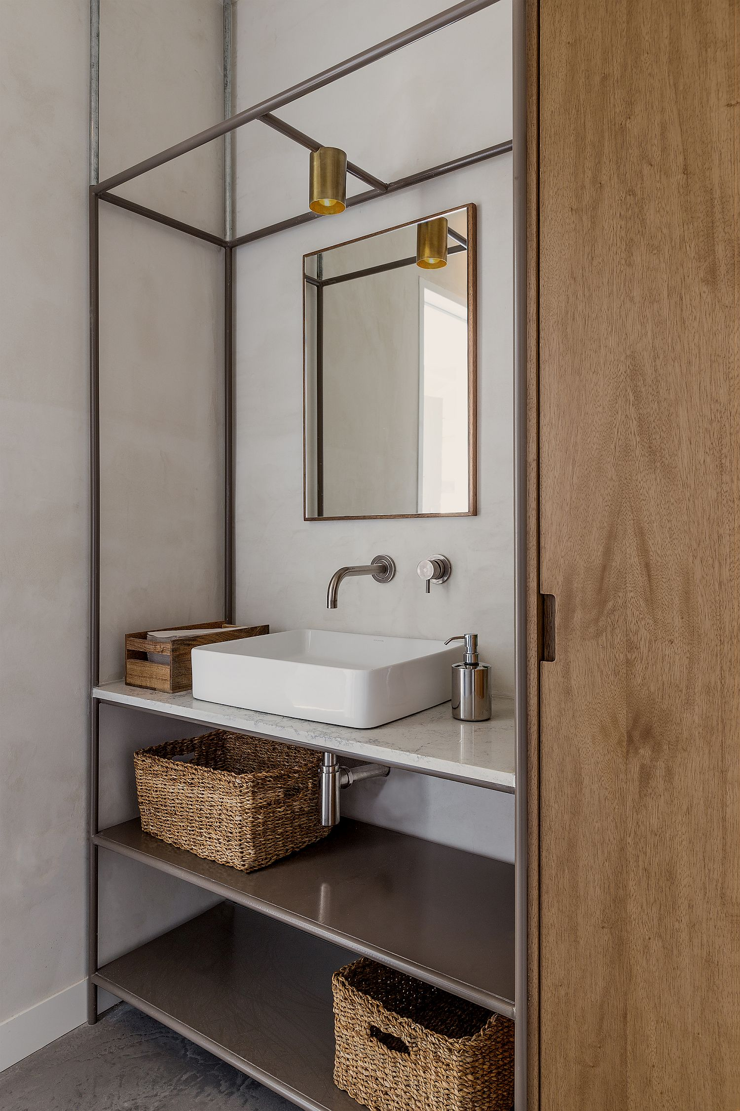Bathroom-in-wood-and-white-with-industrial-touches