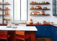 Blue-and-white-coupled-with-copper-accents-to-create-a-brilliant-kitchen-217x155