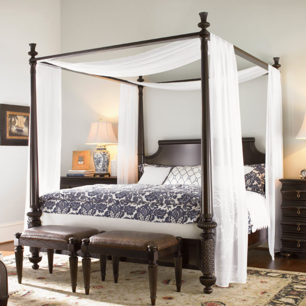 Canopy-beds-For-the-Modern-Bedroom-Freshome-361-600x600