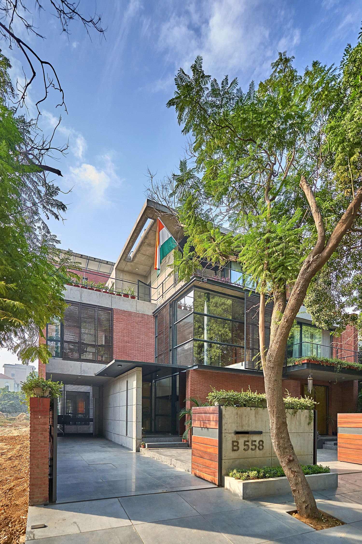 Concrete, brick and glass shape the beautiful and modern studio space and house in India