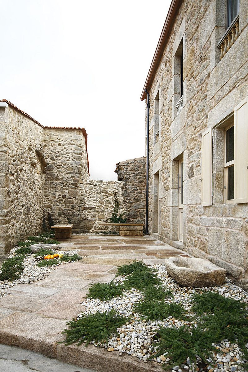Curated garden with stone charm for the modern Spanish House