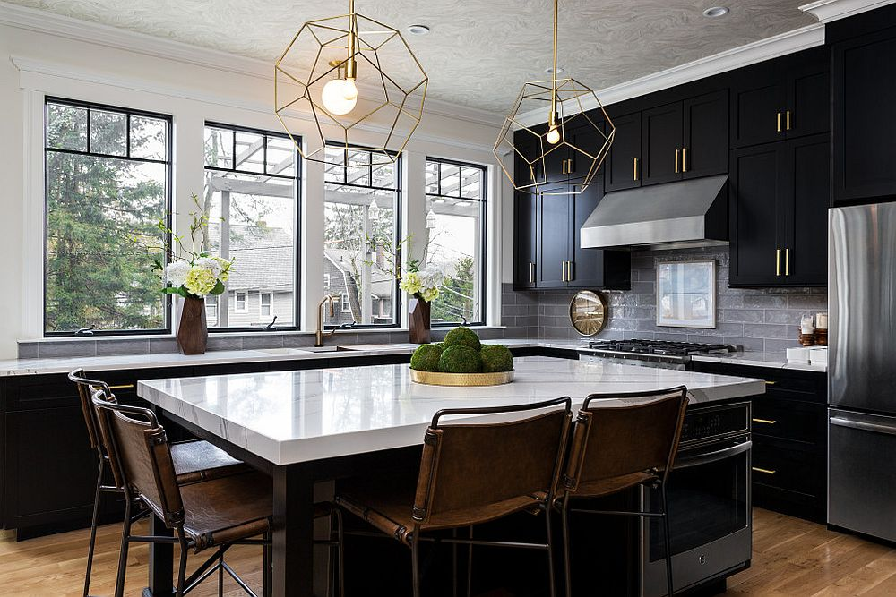 Dark-gray-iles-coupled-with-black-cabines-in-the-spacious-modern-kitchen