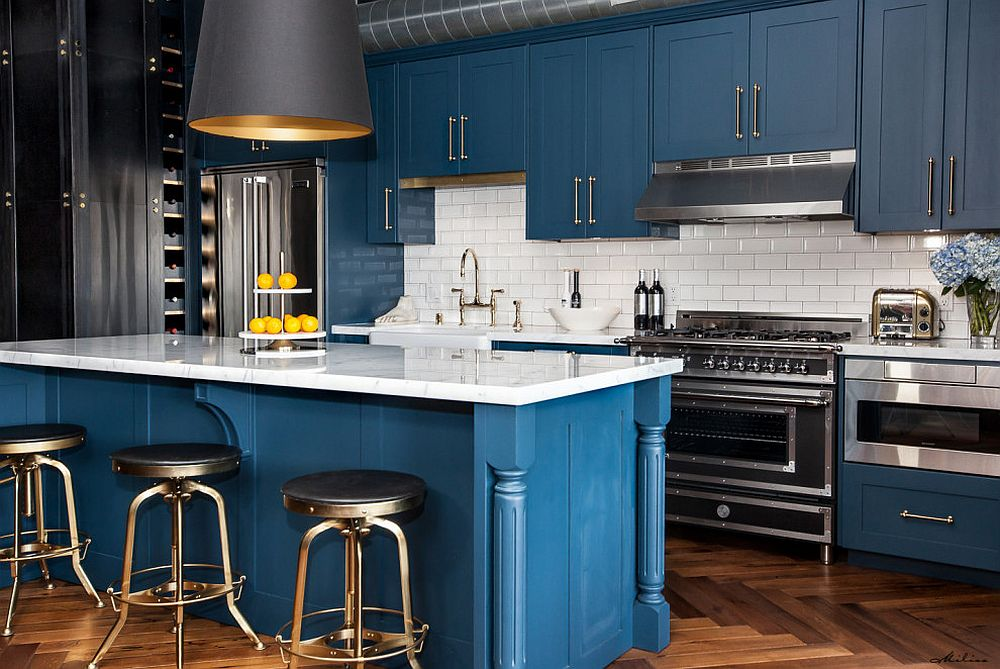 Explore-and-combine-different-hues-of-deep-blue-in-the-kitchen-for-a-trendier-look