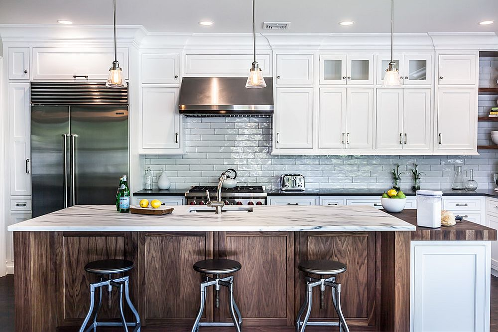 Exquiste-kitchen-of-New-York-home-with-backdrop-in-white-subway-tiles-and-wooden-island