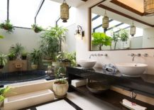 A World of De-Light Awaits With Skylight Adorned Bathrooms