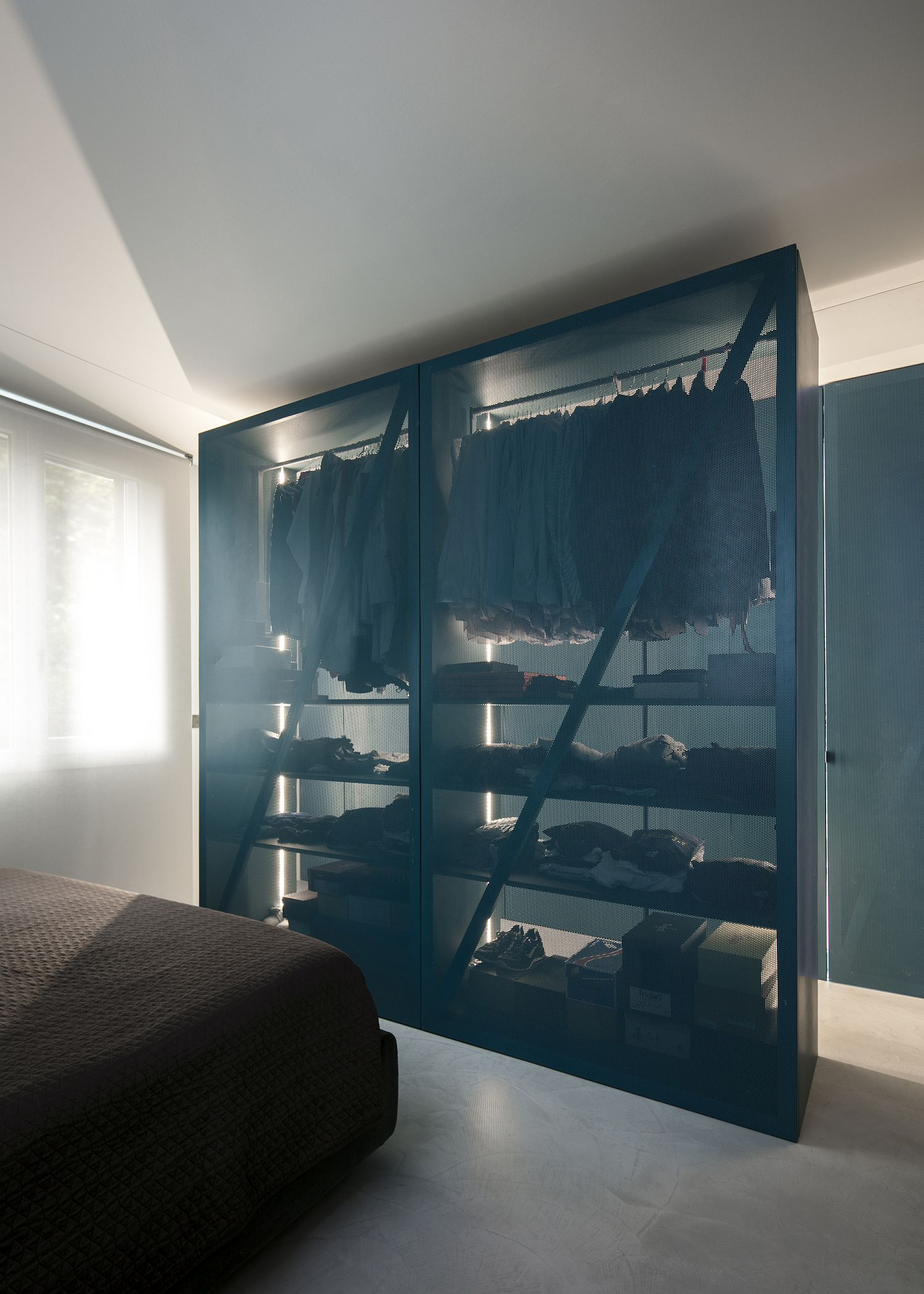 Innovative closet for the bedroom