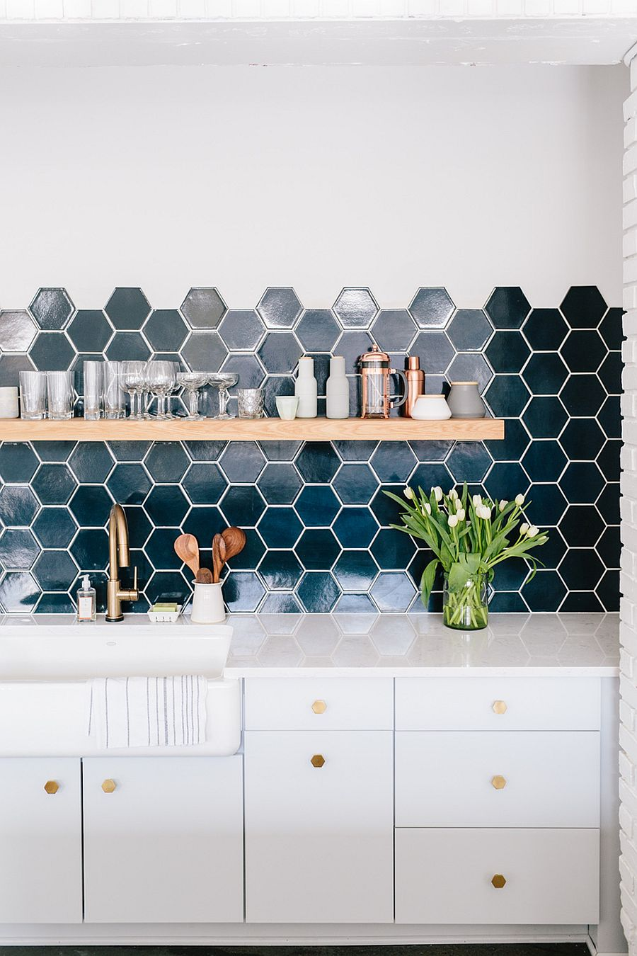 It is the hexagonal tle that is the most popular choice when it comes to adding geo pattern to the kitchen