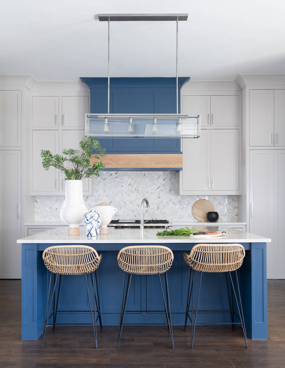 Kitchen hood color matches with the color of the island in blue