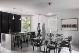 Renovated with Global Charm: Contemporary Apartment in Bologna in Shades of Gray