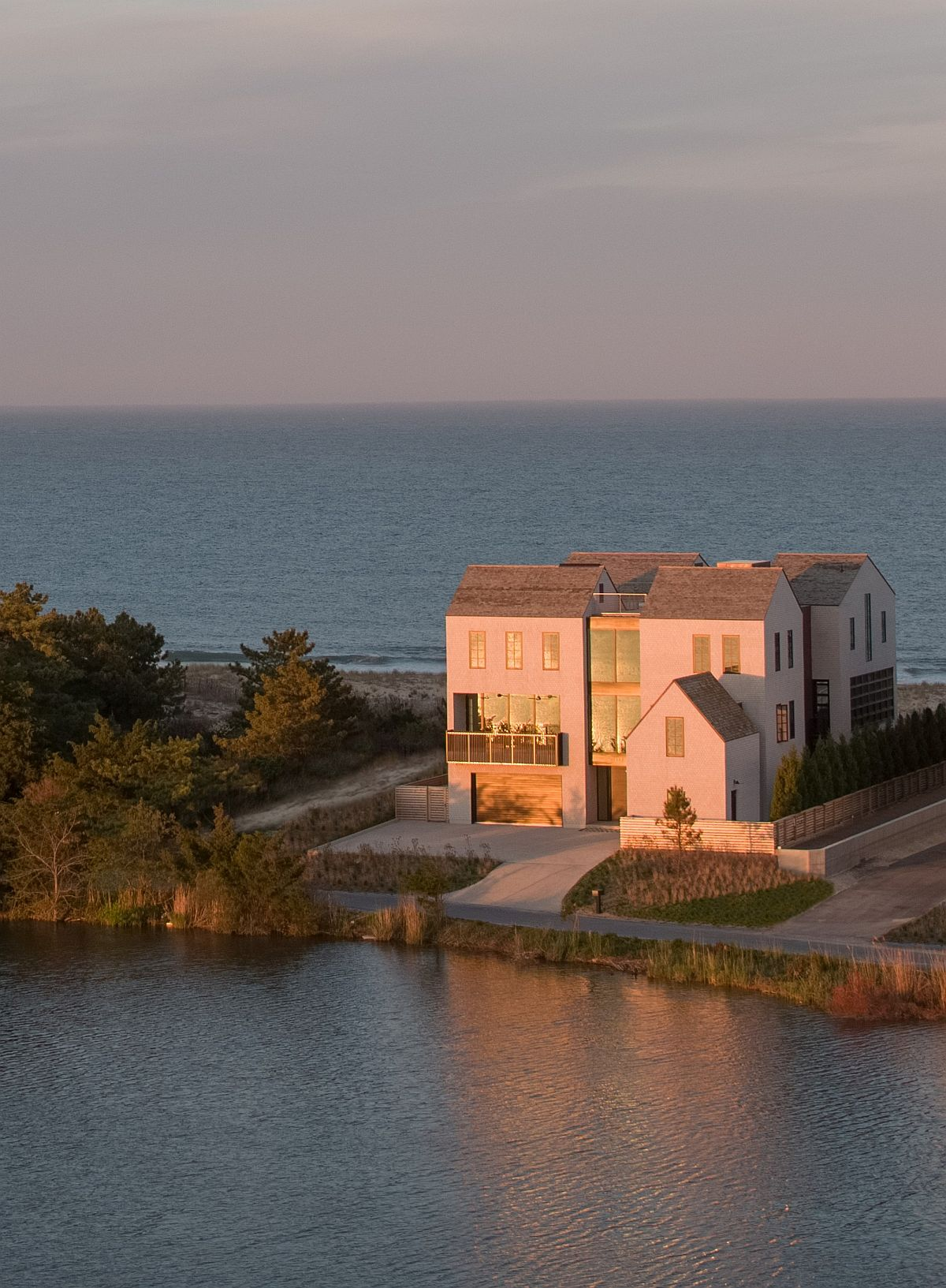 Strip of land between sea and the lake holds the multi-level vacation home in Delware