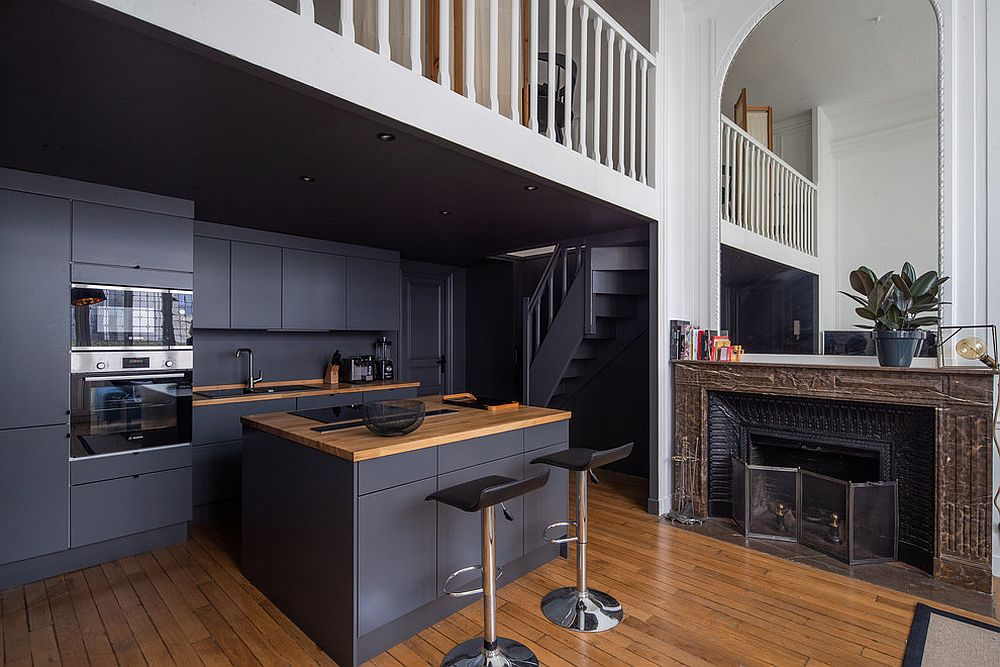 Use-dark-gray-insead-of-black-in-the-modern-kitchen-with-a-hin-of-woodsy-charm