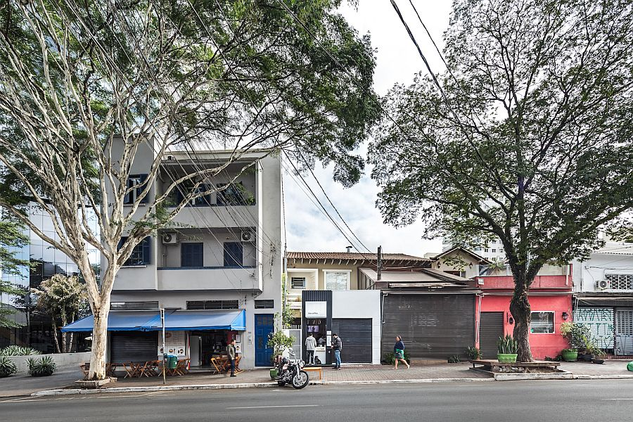 View-of-the-Pinheiros-Coffee-Shop-from-a-distance