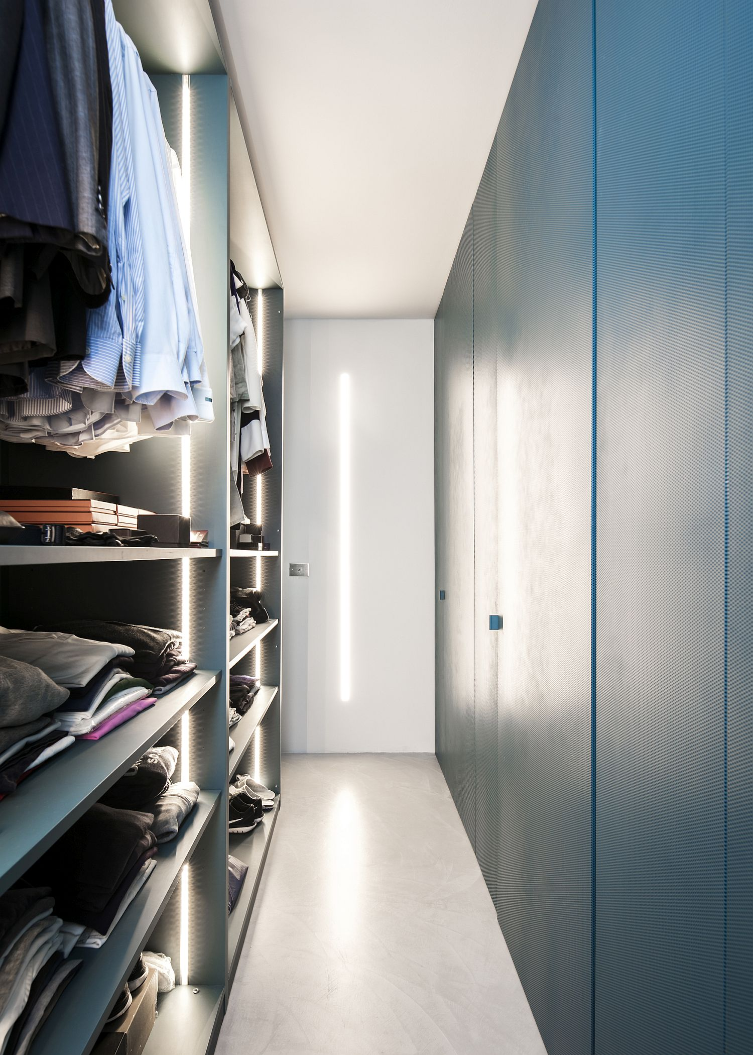 Walk-in closet with lovely lighting for the bedroom apartment