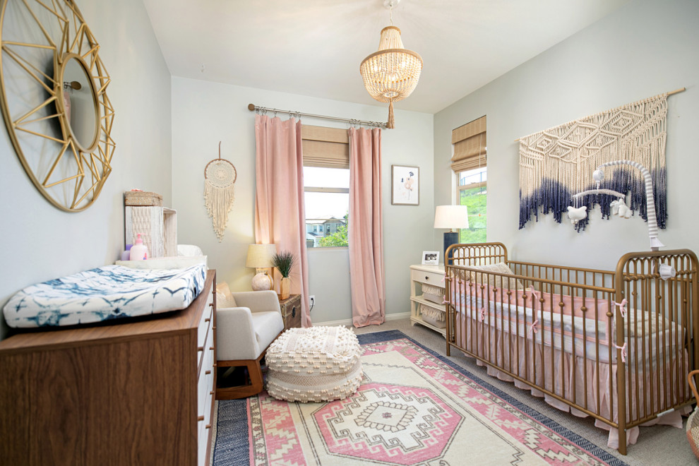 A balance between feminine appeal and modernity in the stylish nursery