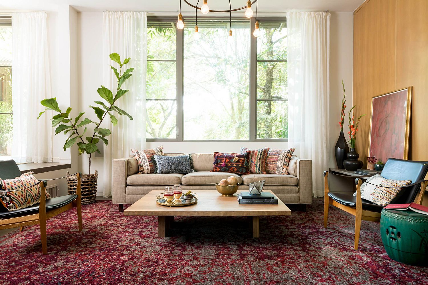 Beautiful rug makes plenty of visual impact in this colorful modern eclectic living room