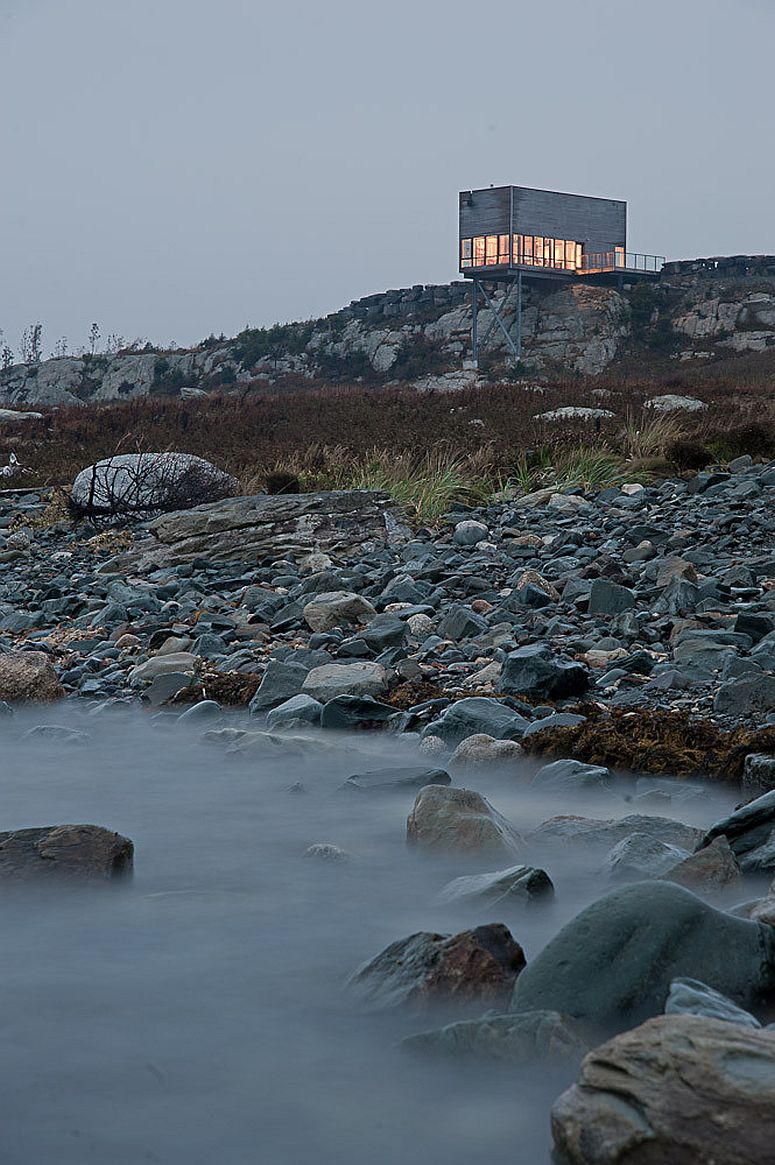Cliff House deigned by Mackay-Lyons Sweetapple Architects in Canada