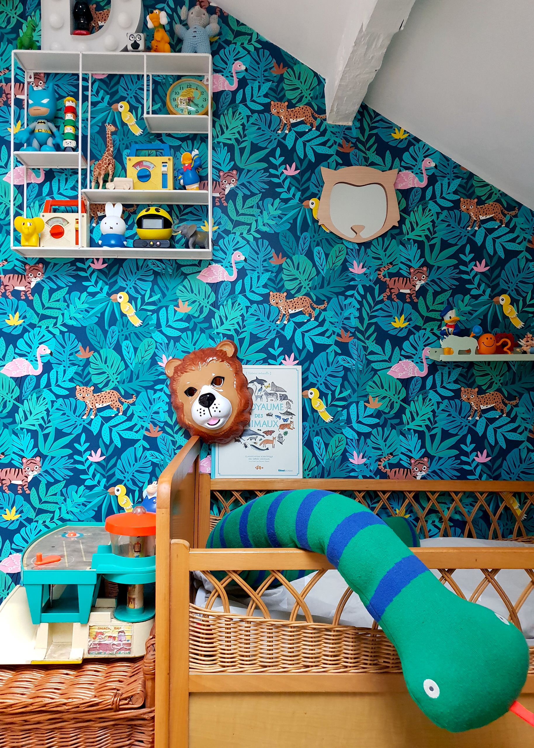 Colorful wallpaper in dark blue with animal motifs for the dashing nursery in Paris home
