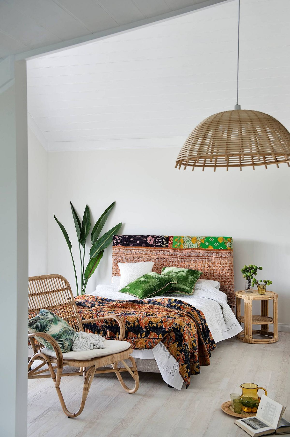 Delightful tropical bedroom combines many different trends into one