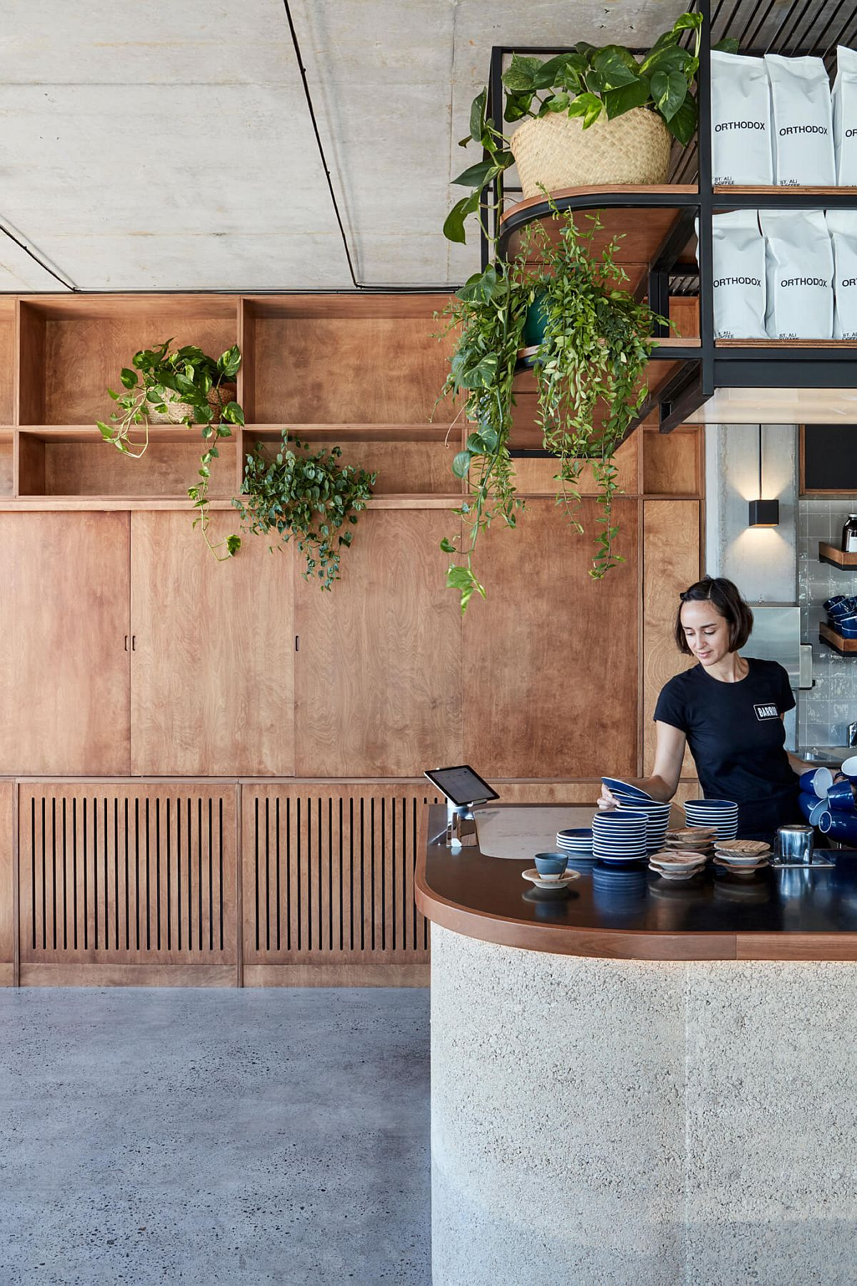 Greenery-brings-life-to-the-raw-concrete-wood-and-rammed-earth-restaurant-interior-58677