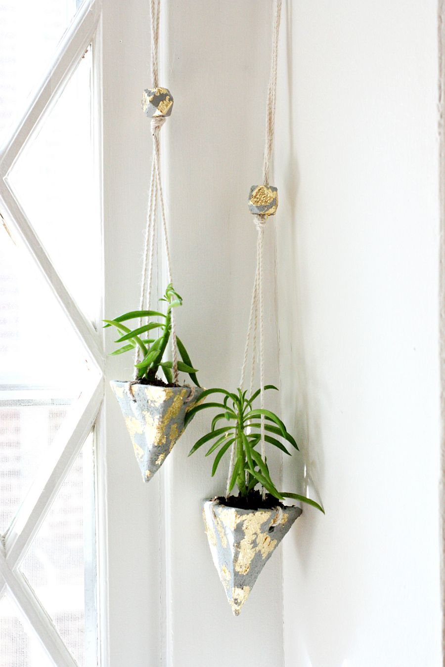 Hanging cement DIY planters add style with simplicity