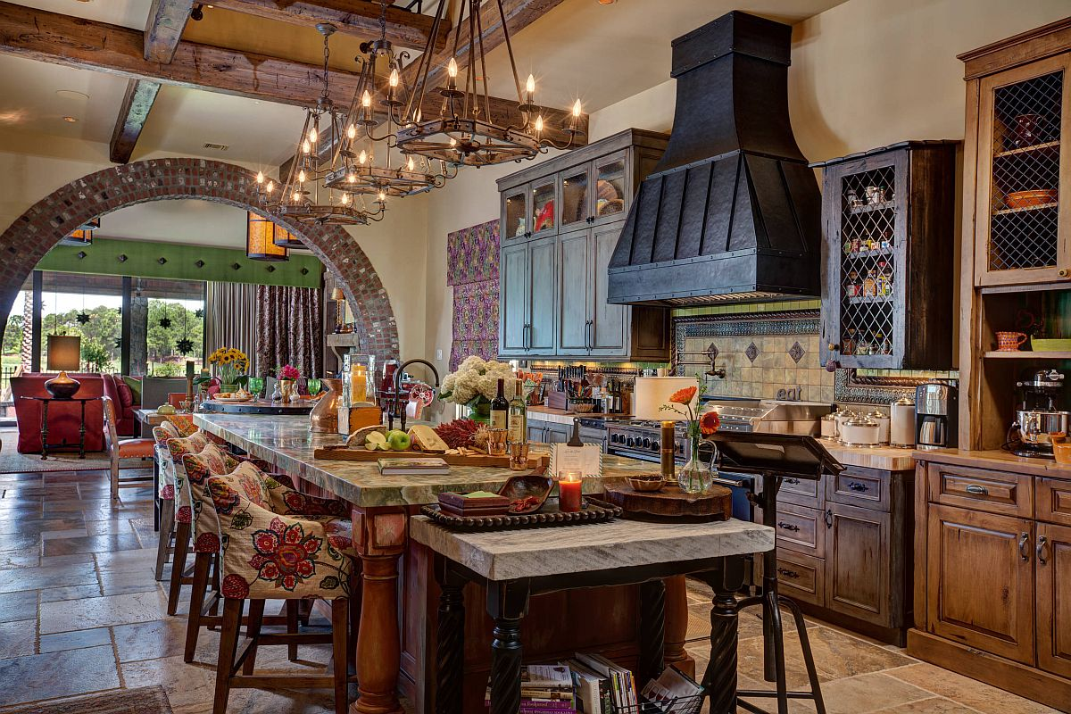 It-is-the-island-that-steals-the-show-in-this-classic-kitchen-with-woodsy-warmth-95592