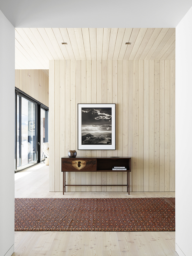 Larch-wood-brings-a-rustic-visual-element-to-the-spacious-modern-interior-55767