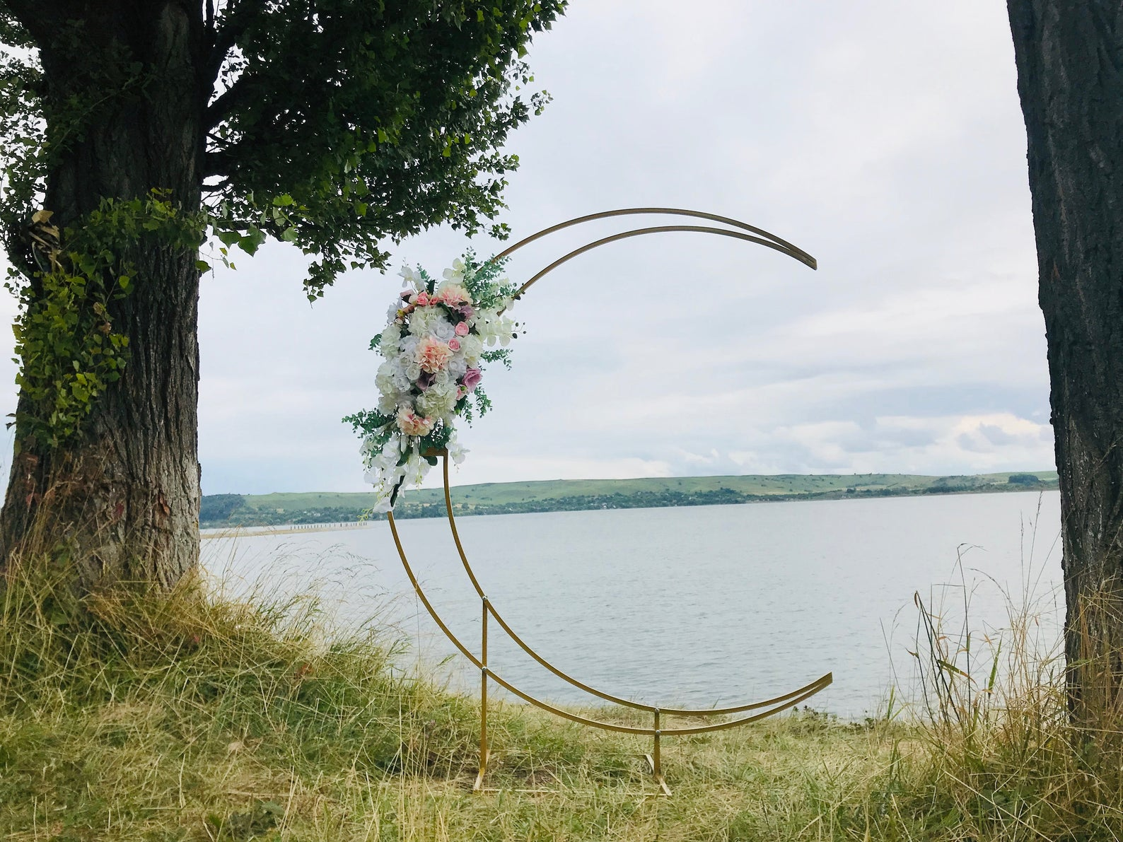 Metal moon wedding arch