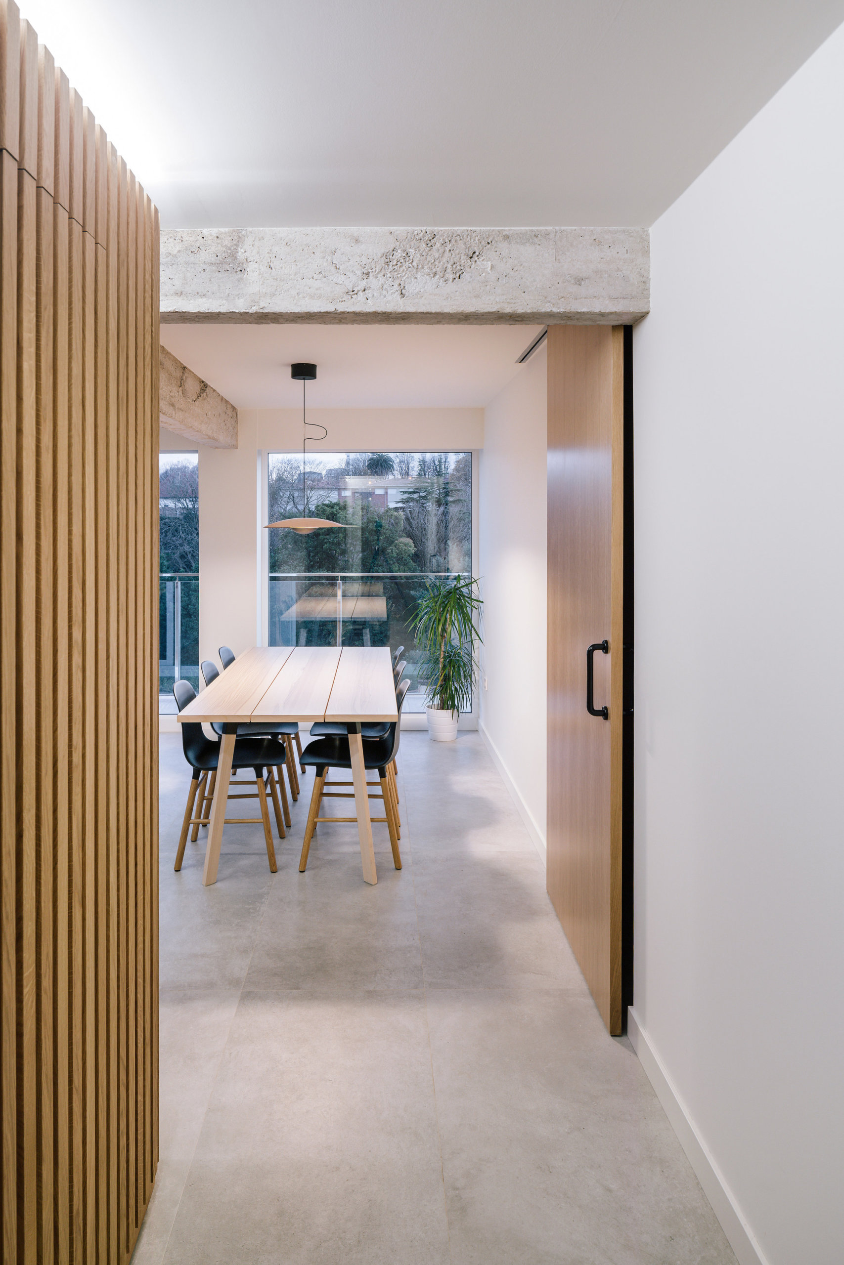 Natural light coupled with smart artificial lighting inside the spacious Spanish apartment