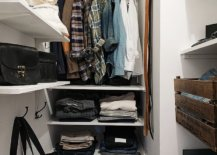 Open-shelves-for-the-space-savvy-closet-inside-the-modern-apartment-bedroom-78493-217x155