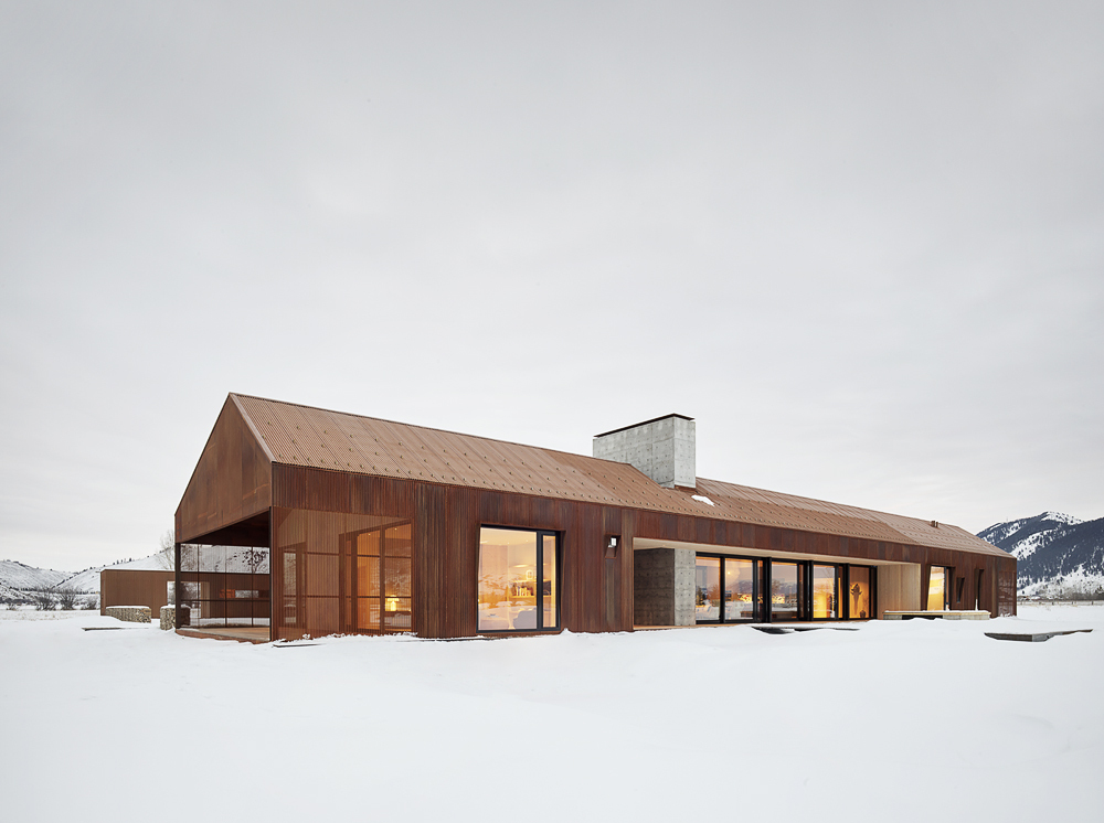 Oxidized-metal-exterior-of-the-house-allows-it-to-stand-out-visually-with-ease-71909
