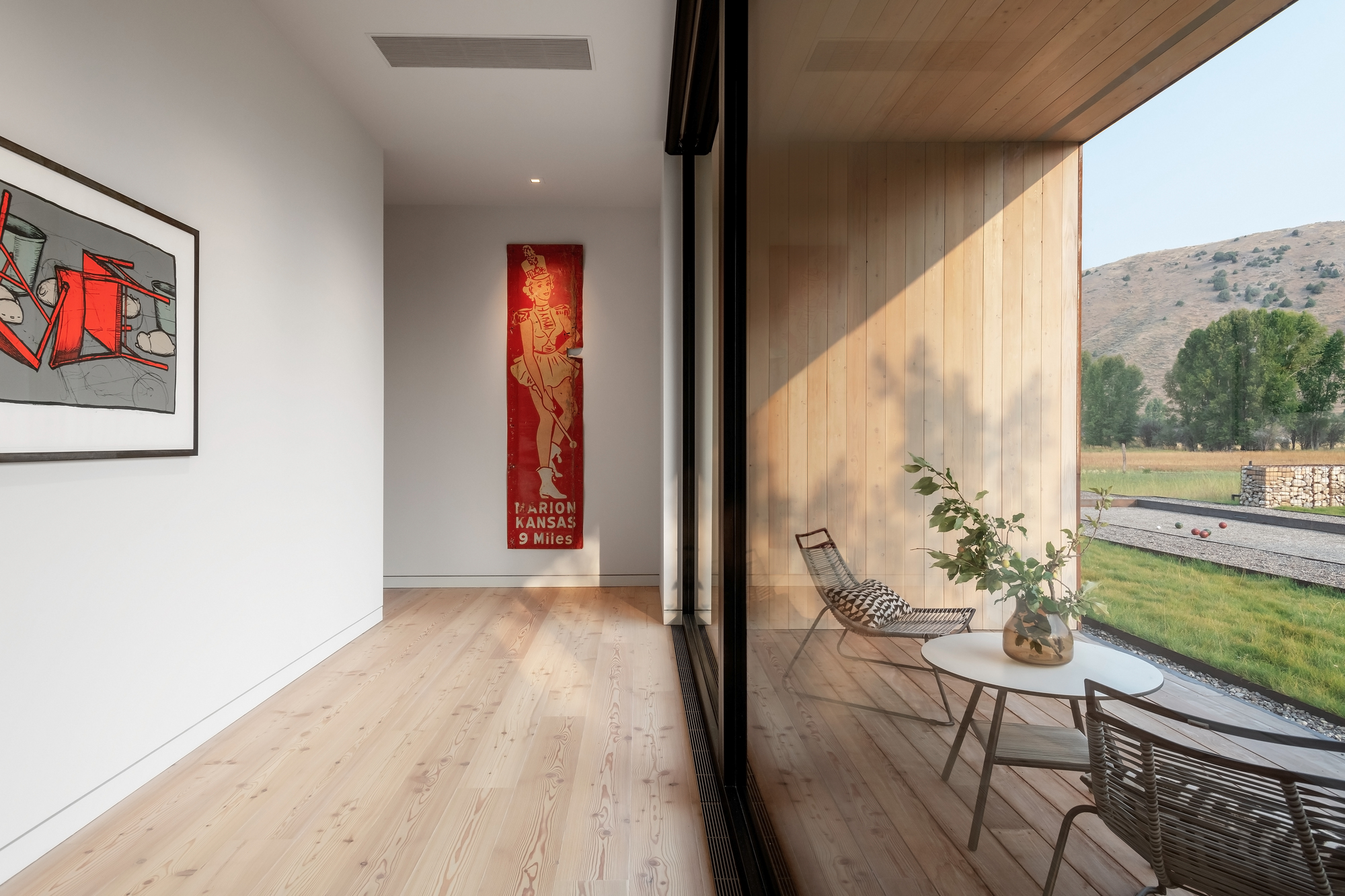 Sliding-glass-doors-connect-the-interior-of-the-house-with-the-deck-and-majestic-views-outside-59025