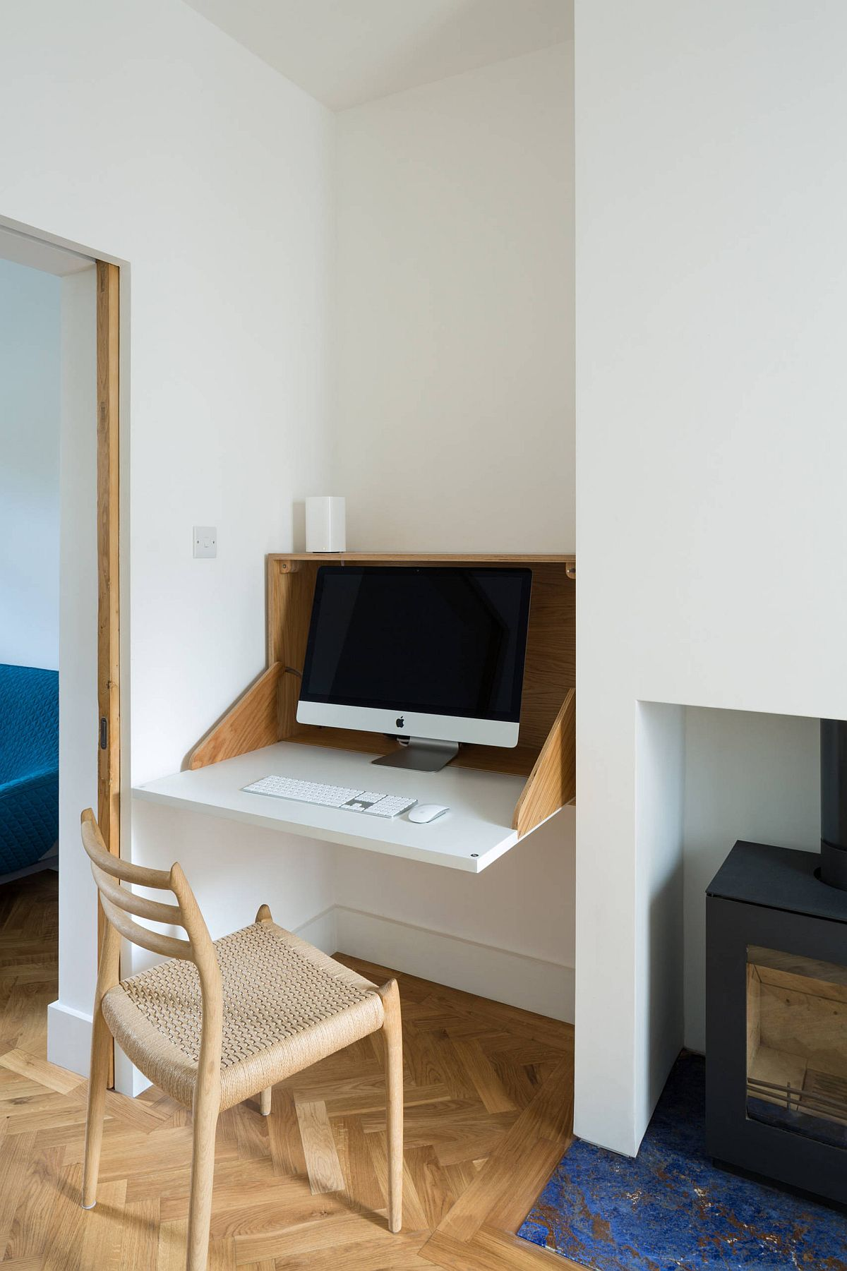 Small niche in the hallway, living room or the bedroom can be turned into a workspace with folding desk
