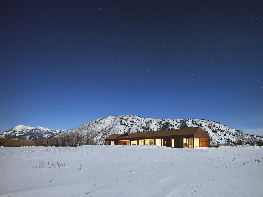 Snow-covered-landscape-around-the-gorgeous-and-modern-Dogtrot-House-in-Jackson-29731