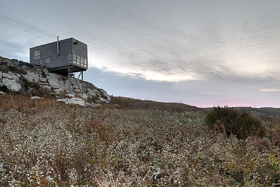 Spectacular cabin on the edge of the cliff next to Alantic Ocean