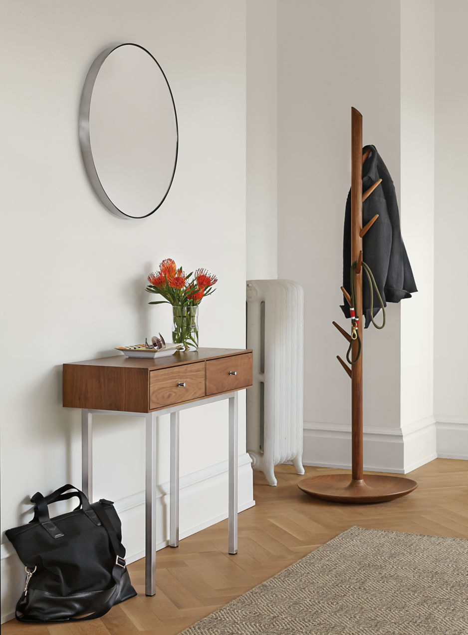Styling-a-petite-console-table-98030
