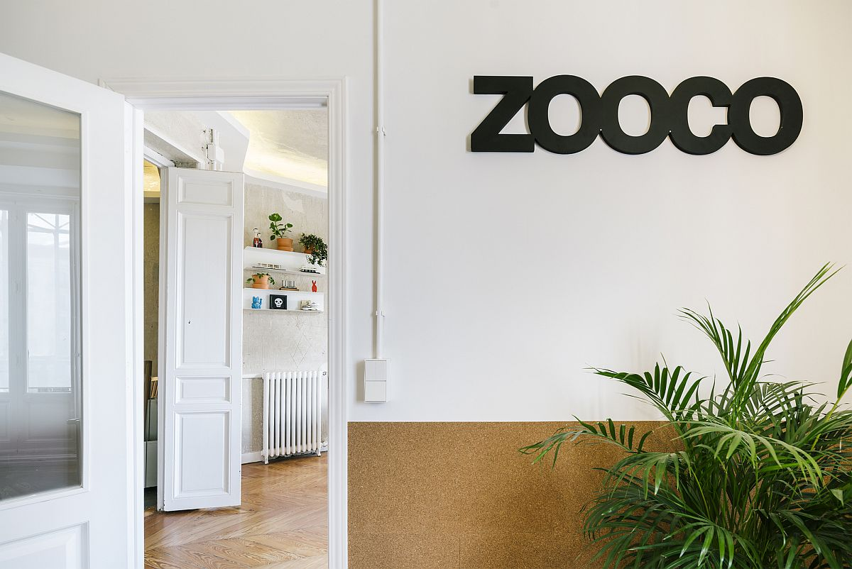 White and wood combined to create the entrance to the new ZOOCO Studio in Madrid
