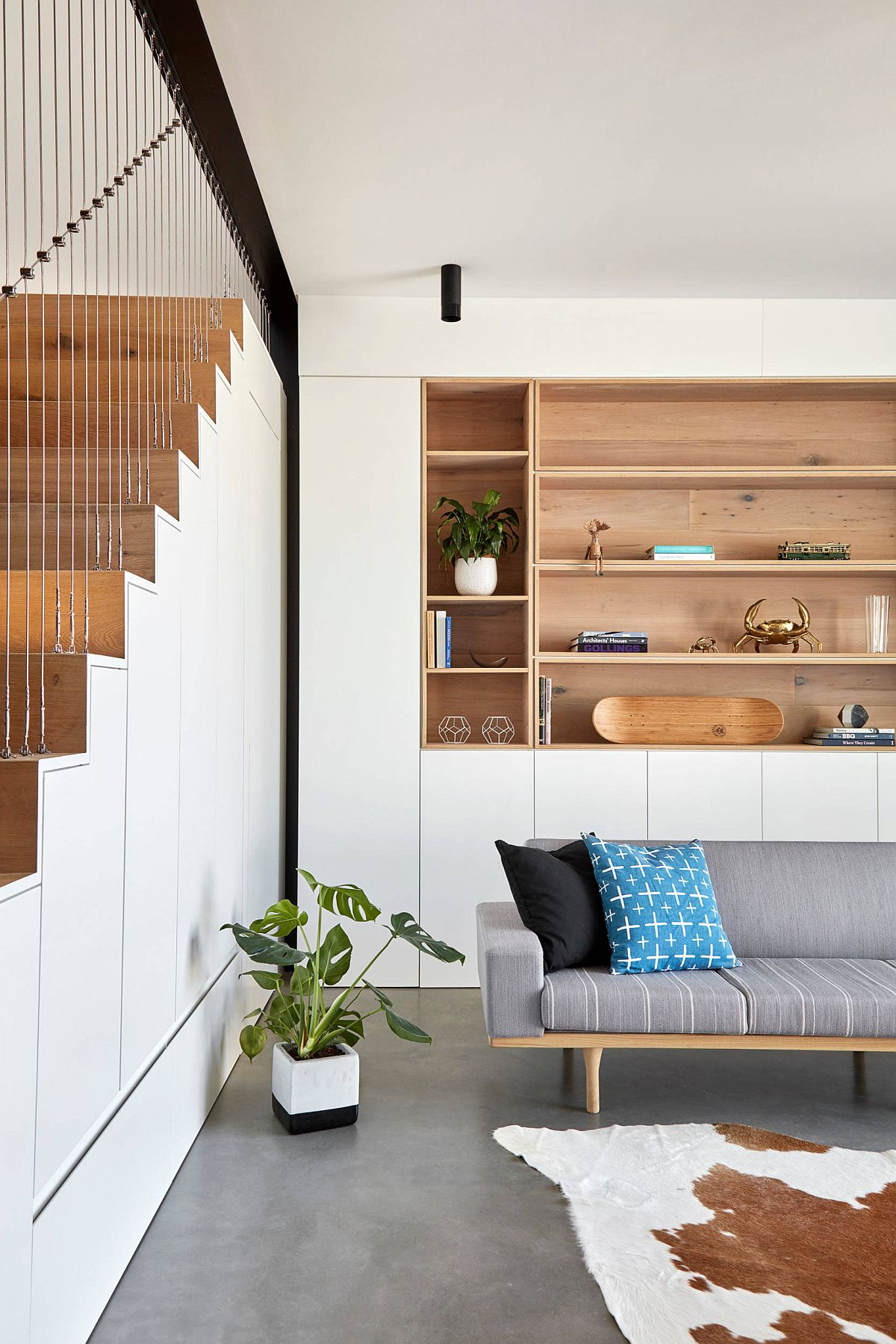 Wood-and-white-is-a-trendy-combination-in-the-modern-living-room-56964